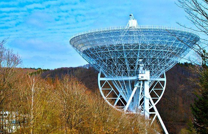 Um die Stahlkonstruktion des Teleskops – welches eine Masse von beinahe zweitausend tausend Tonnen trägt – bei einem Brand vor Verformung zu schützen, sind zuverlässige Brandschutzelemente von essenzieller Bedeutung. Bildquelle: TwooDoo für System Schröders