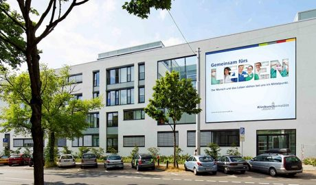 Im Neubau des Klinikums Darmstadt dürfen sich die Patienten wohlfühlen. In den Wahlleistungszimmern genießen sie den Komfort und die Hygiene des neuen TOTO WCs RP. Foto: Klinikum Darmstadt GmbH