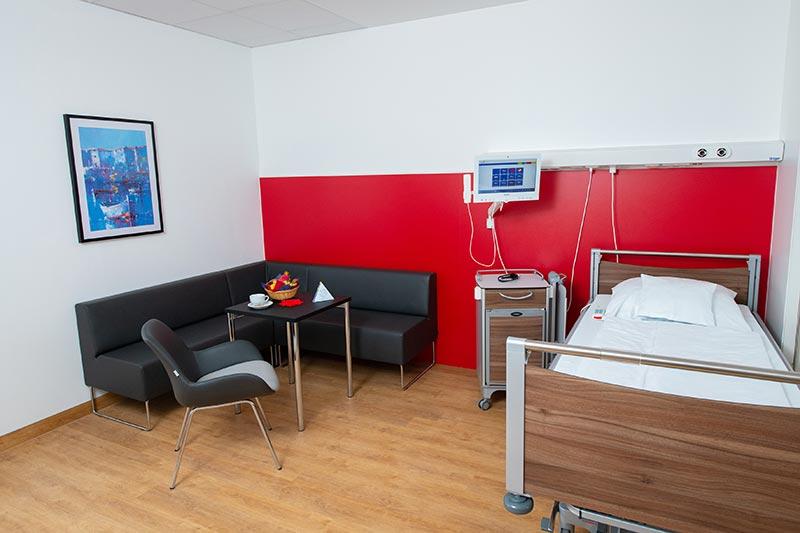Im Neubau des Klinikums Darmstadt bietet das Klinikum seinen Patienten einige Besonderheiten, zu denen auch fast wohnlich ausgestattete Zimmer gehören. Foto: TOTO